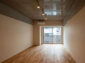代々木公園,無垢板が心地良いオープンキッチンのあるデザイン空間【賃貸/SOHO可/オフィス可】