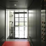 LIFT(リフト)エレベーター内より室内を望む