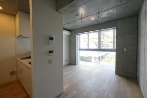 東新宿,多様なライフスタイルに応えるオープンキッチンとインナーバルコニーのある新築デザイナーズ【賃貸/SOHO/オフィス/ペット】
