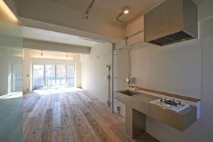 足場板のフローリングのあるカフェのようなワンルームリノベーション空間【賃貸/SOHO可/オフィス可】