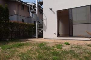鵠沼海岸,ファミリーと過ごす広いお庭が付いた湘南デザイナーズテラスハウス(無料駐車場付き)【賃貸】