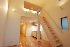 三軒茶屋.小さなお庭がついた天井高のあるデザイナーズテラスハウス【賃貸/SOHO可】