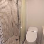 シャワールーム、トイレ(内装)