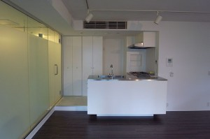 六本木好立地で快適なワークライフが送れるオープンキッチン付きのデザイナーズ【賃貸/SOHO可/ペット可】