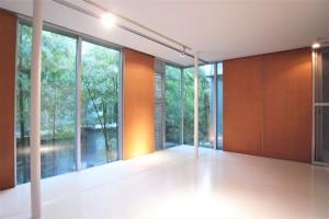緑の中庭を挟むガラスのユニット(ワンルームプラン)【賃貸/SOHO可/ペット可】※お申込み中になります