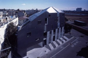 多摩川の自然を楽しみながら暮らすリーズナブルなデザインメゾネット空間【賃貸/SOHO可】