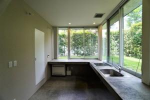 上野毛,芝生の庭が建物を囲むコンパクトな木造デザイナーズ(メゾネットプラン)【賃貸/SOHO可/オフィス可】