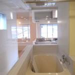 ガラス張りバスルーム(風呂)