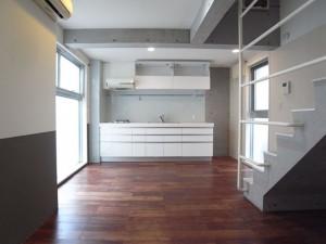 恵比寿,小規模なワークスペースにも活かせる専用屋上付きのデザイナーズメゾネット空間(207)【賃貸/SOHO可/オフィス可】