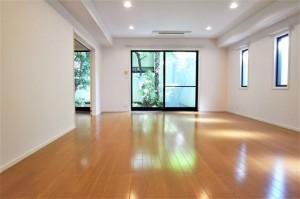 渋谷,規格外のお屋敷戸建てで多様なライフスタイル!【賃貸/SOHO可/オフィス可/ペット可/ガレージ付き/楽器可】
